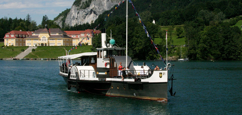 Austria_Salzkammergut_St-Gilgen_Boat-lake.jpg